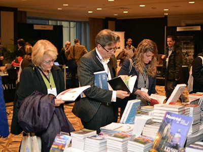 Group of ILA attendees reading books